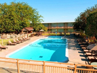 Norfolk Country Inn and Suites