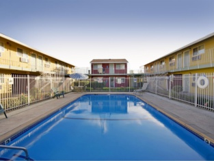 Americas Best Value Inn-South/ Sacramento