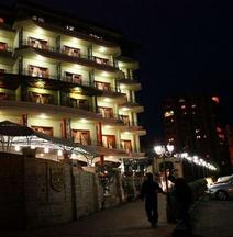 Dinasty Hotel