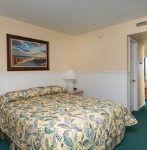 Tipsy Turtle Oceanfront Apartment at Tuckaway Shores