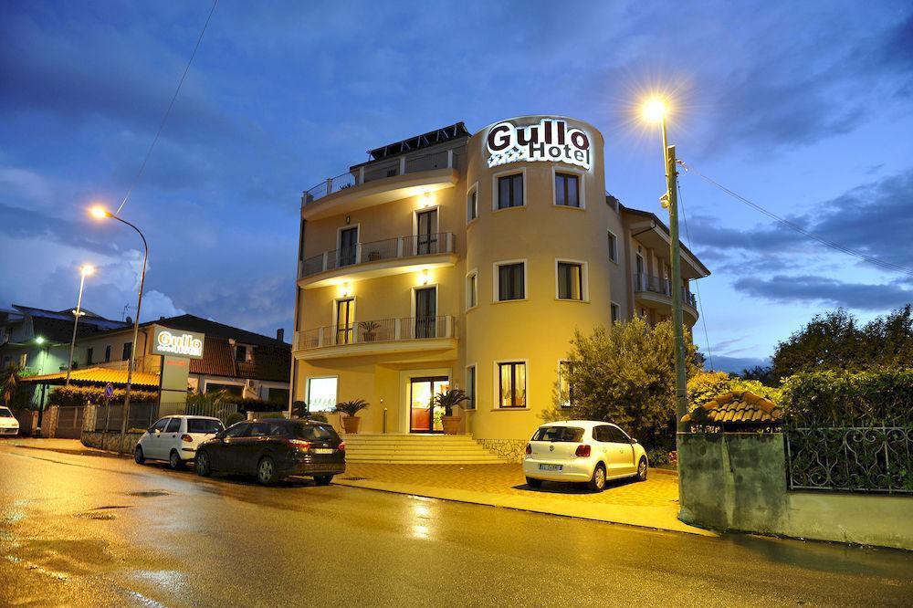 グッロ ホテル