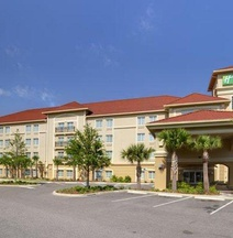 Holiday Inn Express Tampa N I-75 - University Area