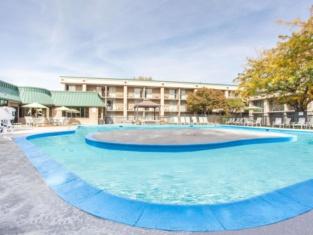 Howard Johnson Plaza by Wyndham Yakima