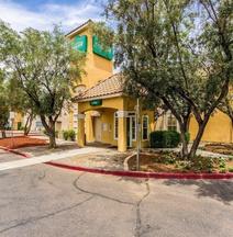 HomeTowne Studios Phoenix - Dunlap Ave