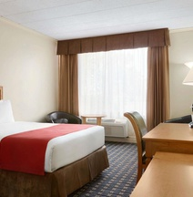 Travelodge by Wyndham Quebec City Hotel & Convention Centre