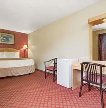 Days Inn & Suites by Wyndham Niagara Falls/Buffalo