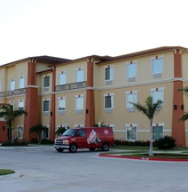 Super 8 by Wyndham Hidalgo/McAllen Area