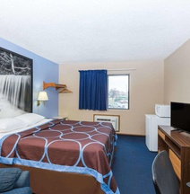 Super 8 by Wyndham Manhattan KS