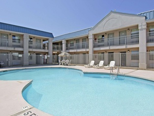Howard Johnson by Wyndham Wichita Falls