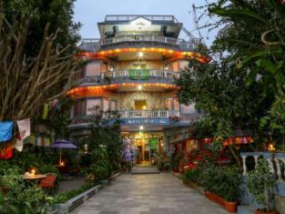 Hotel Silver Oaks Inn