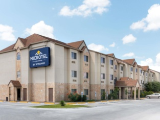 Microtel Inn and Suites Eagle Pass