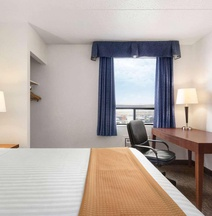 Travelodge Hotel by Wyndham Calgary Intl Airport South