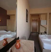 Dimitris Paritsa Hotel