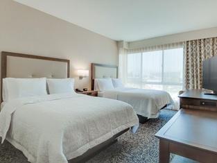 Hampton Inn & Suites Los Angeles - Glendale