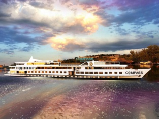 Compass River City Botel
