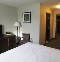 Super 8 by Wyndham Saskatoon Near Downtown