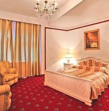 ホテル インパラトゥル ロマニロール