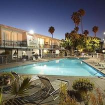 Travelodge By Wyndham Lax Los Angeles Intl