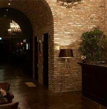 9 Brick Hotel