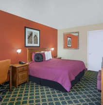 River Walk Inn & Suites