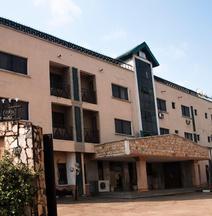 Alfoscar Hotel & Suites