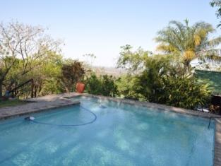 Nie-Zel Log Homes & Safari Tours