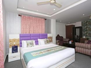 OYO 9855 Hotel Royal Suites
