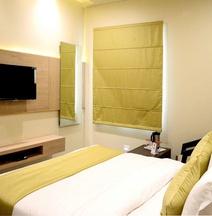 OYO 5723 Hotel Crown Jaipur