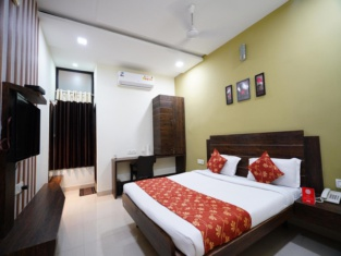 OYO 8173 Hotel Singh Palace