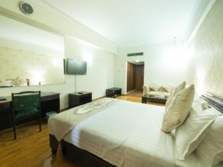 Hotel de Papae Intl