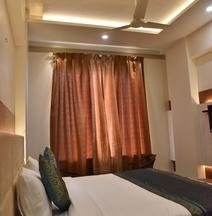 Hotel R K Grand