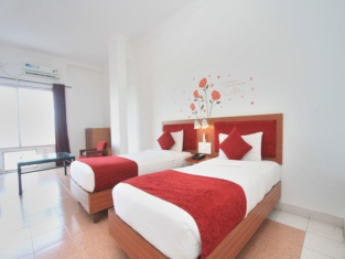 Oyo 10632 Hotel Brigade Royal
