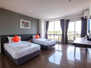 Clover Hotel Hatyai