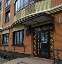 Re Hostel