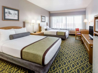 Days Inn & Suites by Wyndham Madison