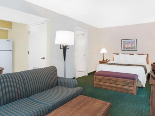 Hawthorn Suites Green Bay