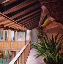 Yujian Light Luxury Hotel