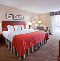 Holiday Inn & Suites CINCINNATI-EASTGATE (I-275E)
