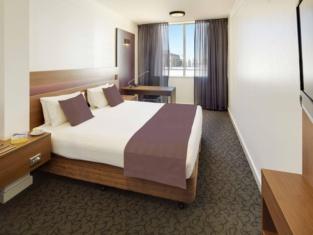 โรงแรมควอลิตี้ แอมบาสเดอร์ เพิร์ธ - เดิมชื่อ เพิร์ธ แอมบาสเดอร์