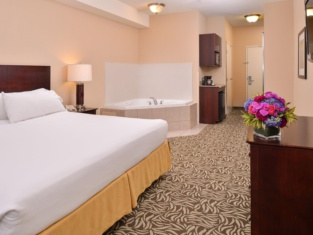 Holiday Inn Express & Suites Fresno (RIVER PARK) HWY 41