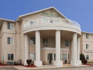 GrandStay Residential Suites - Madison East