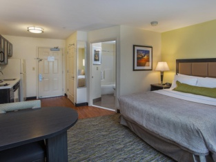 Candlewood Suites Louisville Airport
