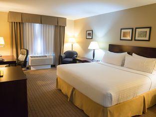 Holiday Inn Express Devils Lake