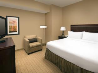 Holiday Inn & Suites Denver Airport