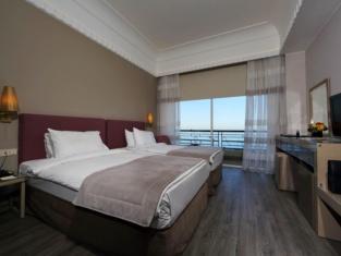 Warwick Palm Beach Hotel