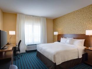 Fairfield Inn & Suites Dallas West/I-30