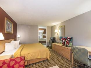 Phenix Inn & Suites