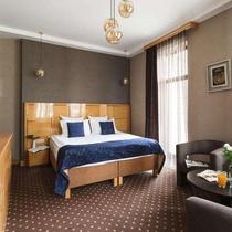 Ark Palace Hotel