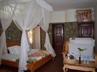Ngorongoro Lodge and Campsite