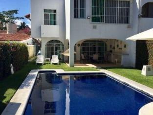 Casa Santiago by VillasHK28